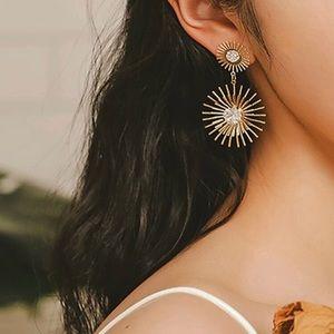 🆕3/$30 Gold bar & rhinestone drop Earrings